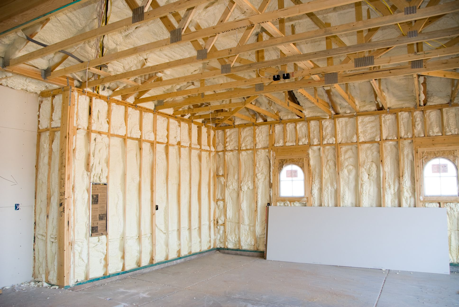 contractor-roofing-spray-foam-insulation